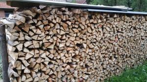 trockenes, zur Auslieferung wartendes Holz